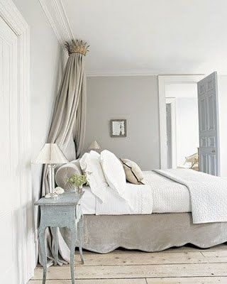 romanticGuest Room, Wall Colors, Guest Bedrooms, Crowns, Beds Skirts, Colors Schemes, Master Bedrooms, Martha Stewart, Gray Wall