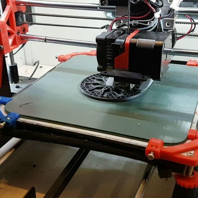 Last 3dprint of 2016. See you in 2017 for more 3dprinting.  #makerspace by #webberen #thingiverse #abs #filament #DIYSTUFF #prototyping #design #cura #curaengine #wanhao #wanhao_usa #wanhaoduplicatori3 #wanhaoi3 #3dprint #3dprinting #xmas2016 #bywebberen #meltedplastic #fillamentum #meltink3d #happynewyear @fillamentum @3dworkbench @joeltelling @3deksperten.dk