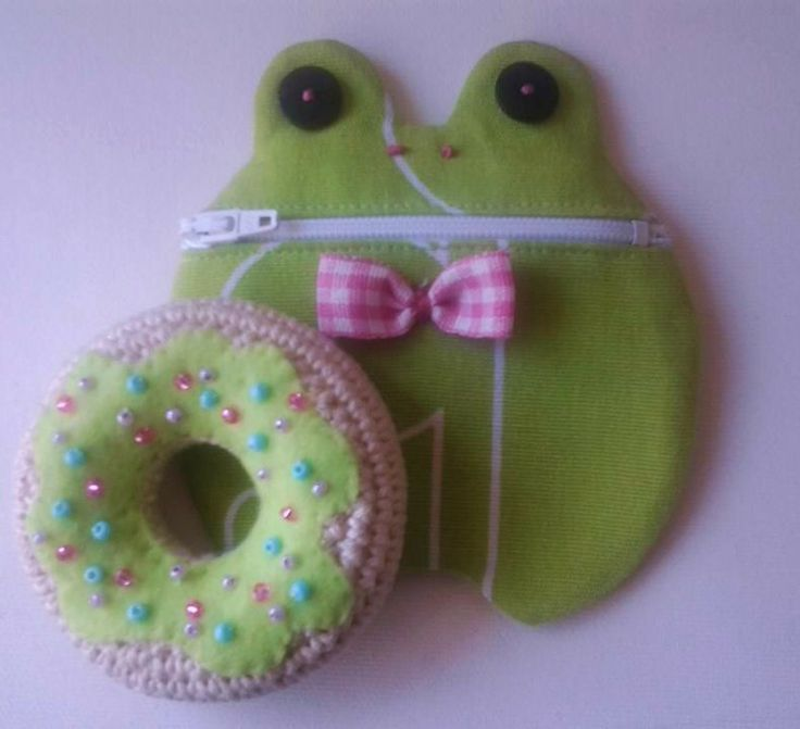 Objects of my creatio frog coin purs donut keychains. Available on request, also customized contact information Available on request, also  https://www.facebook.com/ornella.bellandi.27