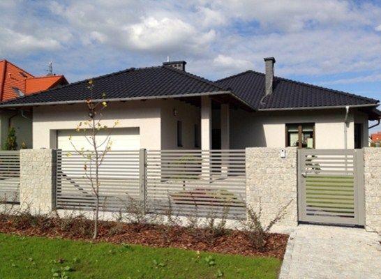 Fachadas de casas con rejas horizontales minimalistas