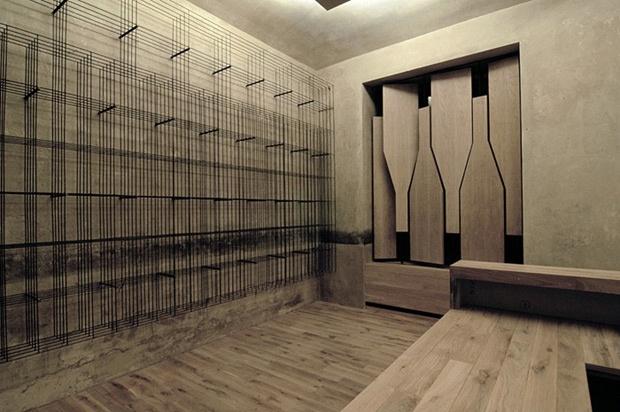 Quel système de rideaux! Wow. Même bar à vin de Prague.