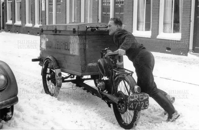 Tuinbouwstraat Groningen 1963  gemotoriseerde bakfiets