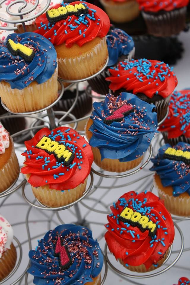 superheroes birthday party, calling all Princesss Superheros Birthday Party cupcakes