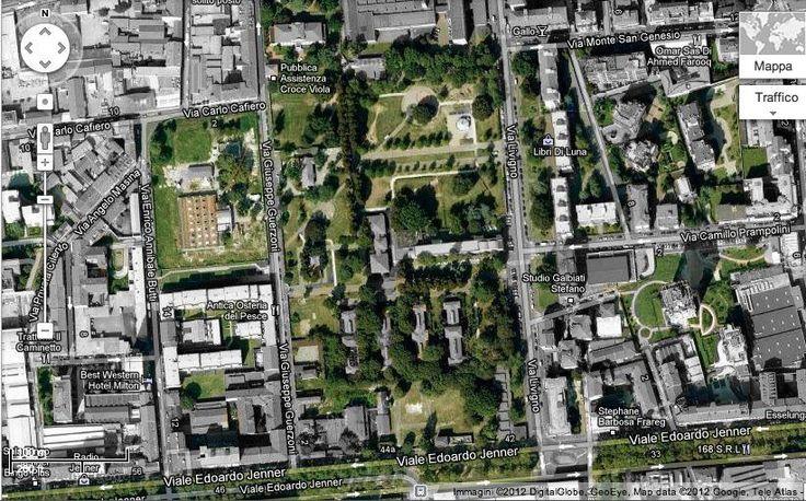 Parco Nicolò Savarino in Milano, Lombardia Alberi protagonisti: due maestosi esemplari di bagolaro (Celtis australis) in prossimità dell'area giochi  -Area giochi: 2 aree organizzate con nuove attrezzature come la piccola teleferica costruita tra due rilievi artificiali del terreno  -Campi sportivi: un campo da calcio  -Area cani: 2, per una superficie totale di 3.200 m²  -Sicurezza: il parco è recintato; periodicamente è previsto un servizio di sorveglianza a cura delle GEV  -Toilette: in…