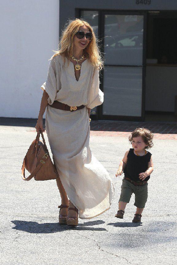 rachel zoe style   Rachel Zoe avec skyler robe blanche longue ceinture marron sac beige ...