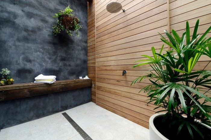 Outdoor bathroom - the block 2014
