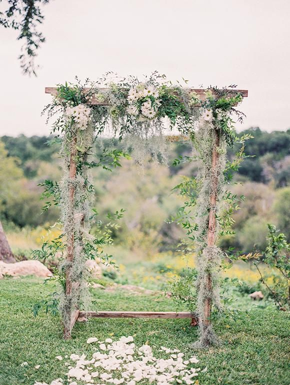 inspiration | bohemian wedding arbor with daisies | via: magnolia rouge.