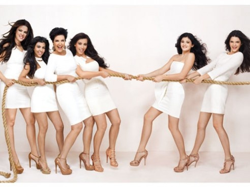 Kardashian-Jenner-Dissick Thanksgiving Photoshoot.. Kardashian girls vs. Jenner girls