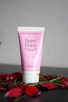 De reden dat ik voor Balm Balm face balsem heb gekozen is omdat ik een zeer droge en vochtarme huid heb. Roze staat bekend om zijn hydraterende eigenschap. Het droogt je huid niet uit en is geschikt voor een gevoelige huid.