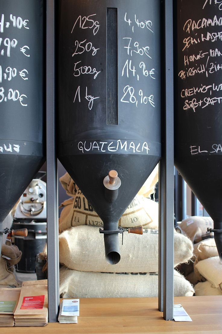 Elbgold - Café und Rösterei im Schanzenviertel (Hamburg) | Specialty Coffee in Hamburg | Germany | coffeeshop interior | die schönsten Cafés in Hamburg | Kaffee mit Freunden: COFFEE, FOOD, TRAVEL. Ein Blog über Cafés, Reisen, Specialty Coffee, Food und Design. Der Hamburg und Kaffee Blog von Rike