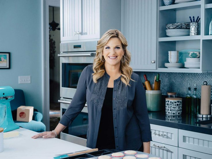 Music superstar and cookbook author Trisha Yearwood teaches her family-inspired recipes on Trisha's Southern Kitchen. Get her recipes on Food Network.