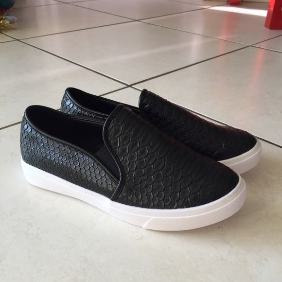 Comfortable loafers NEW Size 24sm. I wearing size 7-7,5 ...