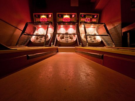 Bars with games/arcades/bowling etc in NYC - DailyCandy