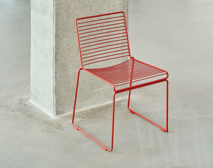 Hee dining chair.