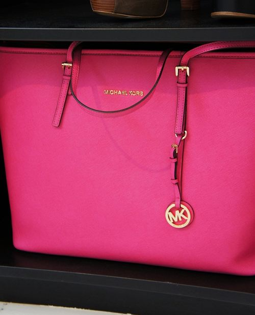 if i ever got another mk purse it would probably be this style this color! but i love my vanilla too muchhhhhhhh