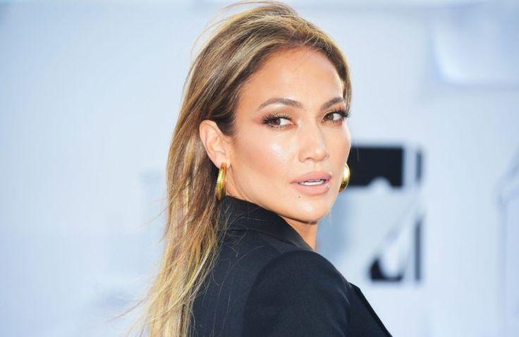 don't miss People : Jennifer Lopez écrit une lettre à sa tante Myrza, une lesbienne…
