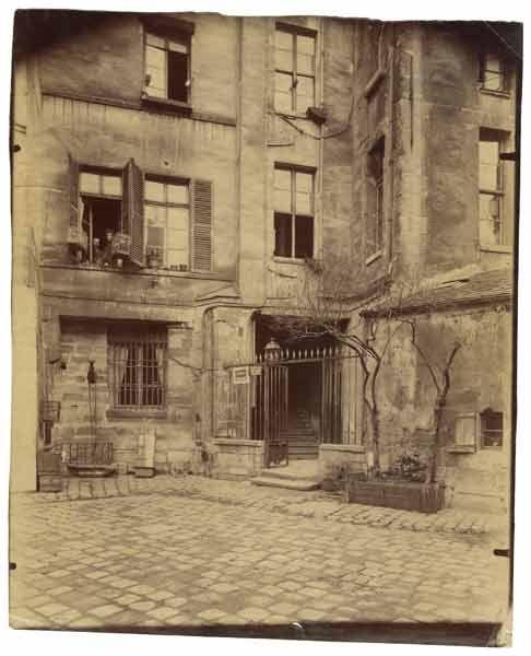 Eugène Atget : Cour de Rohan, 1915, Paris VIè