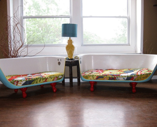 if i could ever find  a vintage claw foot bath tub, i would be making 2 of these couches for my living room