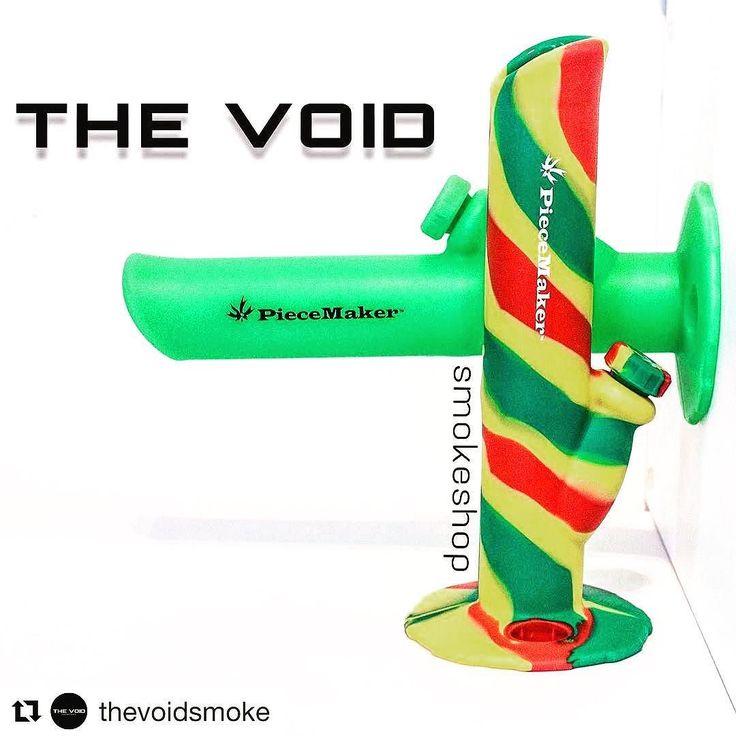 #Repost @thevoidsmoke with @repostapp  El bong que andabas buscando está en The Void. Hecho de Silicon Grade Food perfecto para transportar y apto para los poco delicados.  Precio: $45.000 Blaze your own trail. #piecemakergear.com #piecemaker #blazeyourowntrail #byot #expoweed #puentealto #chile #santiago #vivachile #instachile #buenosdias #marihuana #marijuana #bong #420 #stoner #headshop #bostera #siliconebong #bostero #weedstagram #chopico #hightimes #cannabischile #bigindustryshow…