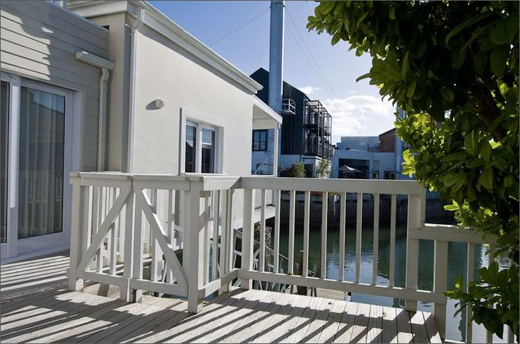 Thesen Island Holiday Home on the Knysna Lagoon in Knysna. Two bedroom holiday house, fully serviced, wifi, waterside deck and private jetty. Sleeps 4.