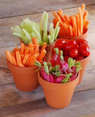 Petits pots de légumes croquants...... Perso je les accompagnent d'une sauce crème fraîche , roquefort, jus de citron , poivre et sel........ Un délice