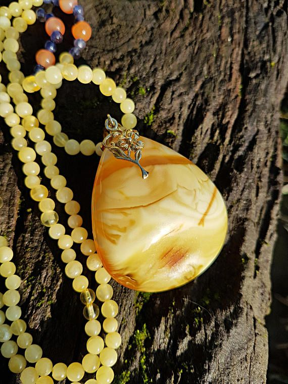 Amazing unique amber pendant with amber beads chain and #amberpendant#amazingamber#balticamber#christmasgift#giftforwomen#uniqueamber#exclusivejewelry#expensivejewelry#luxuryjewelry