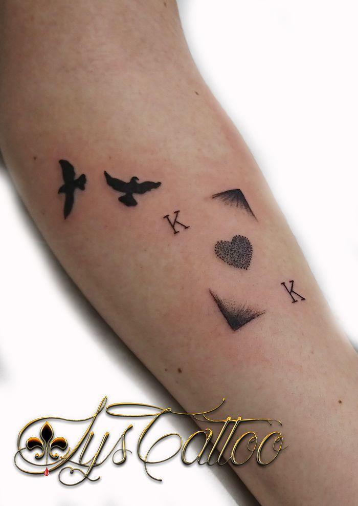 Tatouage Carte A Jouer Roi De Coeur Et Oiseaux Par Lys Tattoo A