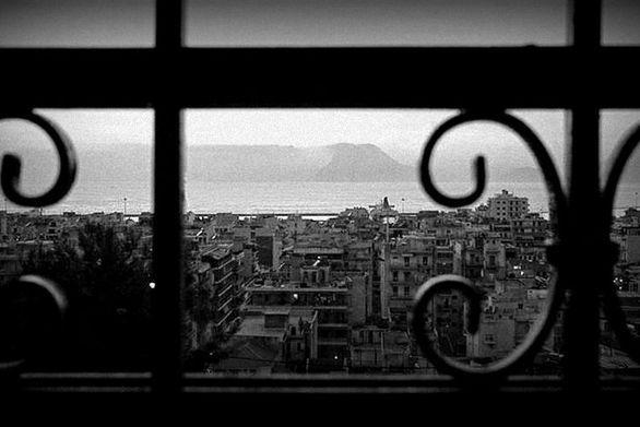 """Στοιχειά και σπίτια """"εγκλωβισμένα""""!   Έχει η Πάτρα στοιχειωμένα σπίτια και κτίρια;   Η αλήθεια είναι πως η φαντασία των ανθρώπων πολλές φορέ..."""