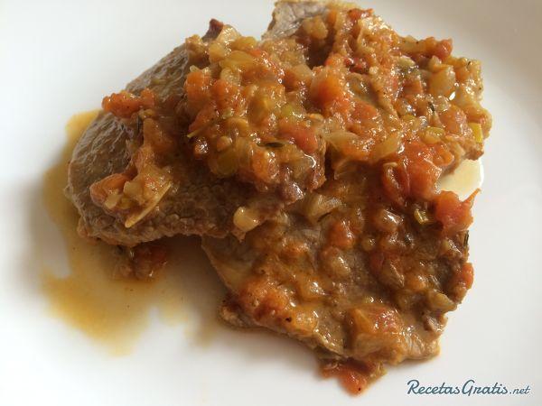Aprende a preparar muchacho sudado con esta rica y fácil receta.  El muchacho es un tipo de corte de carne tomado del cuarto trasero de la vaca, es ideal para...