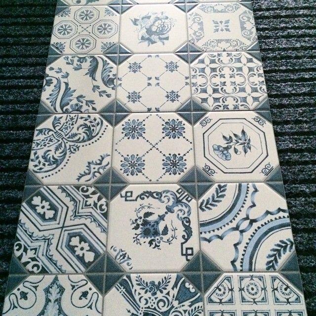 ➕ Kakel till lekstugan ➕ #kakel #grå #blå #lekstuga #playhouse #blue #grey #snartärdetfärdigt #kakelochnatursten