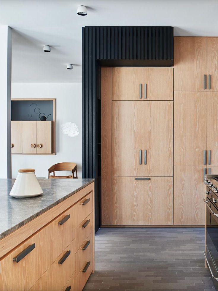 Blonde Wood Kitchen With Oversized Handles Light Stained Wood Modern Kitchen Design Wood Kitchen