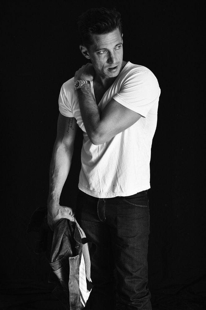 Person of Interest S05E11- James Carpinello reprises his role as Joey Durban.