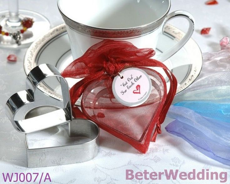 32pcs 16box Heart Cookie Cutters in Heart Shaped Organza Bag WJ007/A as wedding favors  Useful Wedding Gifts, Pratical Party Favors at BeterWedding, Shanghai Beter Gifts Co Ltd. http://www.aliexpress.com/store/512567