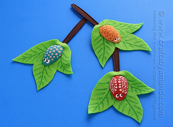 Summertime means flowers, animals foraging and plenty of bugs. This is a fun craft to help teach kids about insects, or just something fun and colorful to do one afternoon! If you have a group of kids, you could make an entire tree! Great for a classroom display. School will be starting up again soon,Read More »