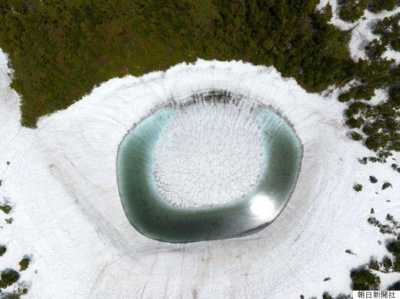 「八幡平ドラゴンアイ」神秘の沼、山頂に巨大な竜の目が出現