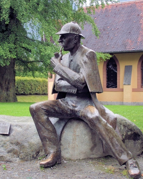 Sherlock Holmes' statue near Reichenbach Falls. He's sitting in a really 'comfy' pose - you know, for a statue. Generally, statues have very 'formal' poses.