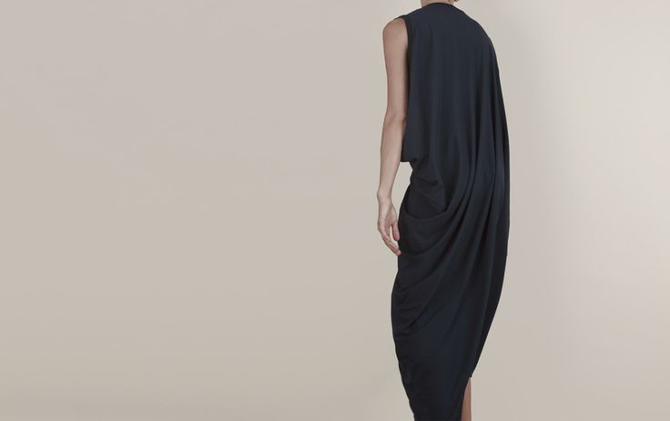 PARAGON DRESS | in black