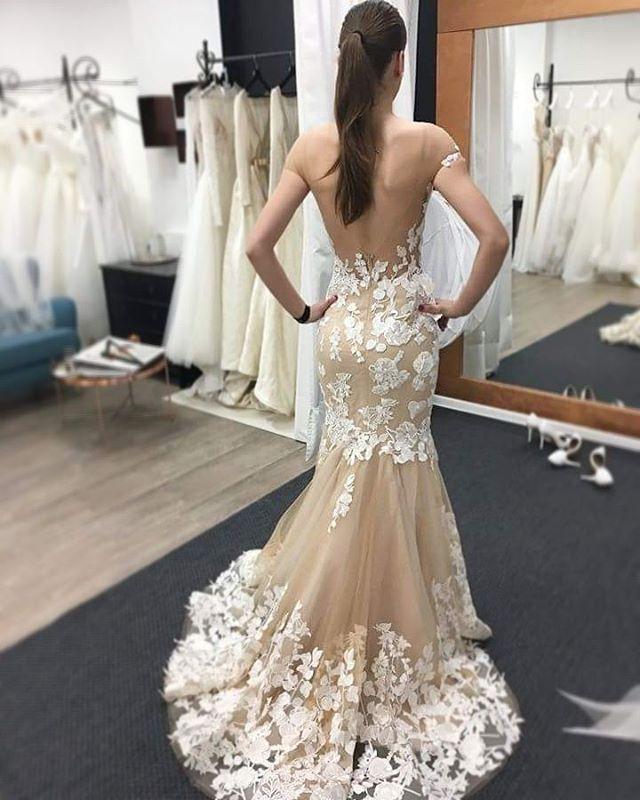 Koncept nášho salónu je úplne iný. Viete o tom, že iba u nás sa každé svadobné šaty požičajú maximálne 3 - 4 x ? Pretože dbáme na to, aby aj nevesta na začiatku sezóny aj na konci dostala krásne svadobné šaty v prislúchajúcej kvalite. Robíme to len pre Vás, aby ste sa cítili výnimočne ❤ vo výnimočných šatách. A výnimočná bude čoskoro aj naša budúda nevesta Peťka, v našich šatách Milla Nova | Betti.  S láskou Veronika | Bratislava, Zuzka | Trenčín www.weddingavenue.sk @millanova_official…