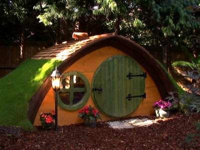 Hobbit holes http://www.highlifetreehouses.co.uk/tree-house-pictures/garden-hobbit-holes/
