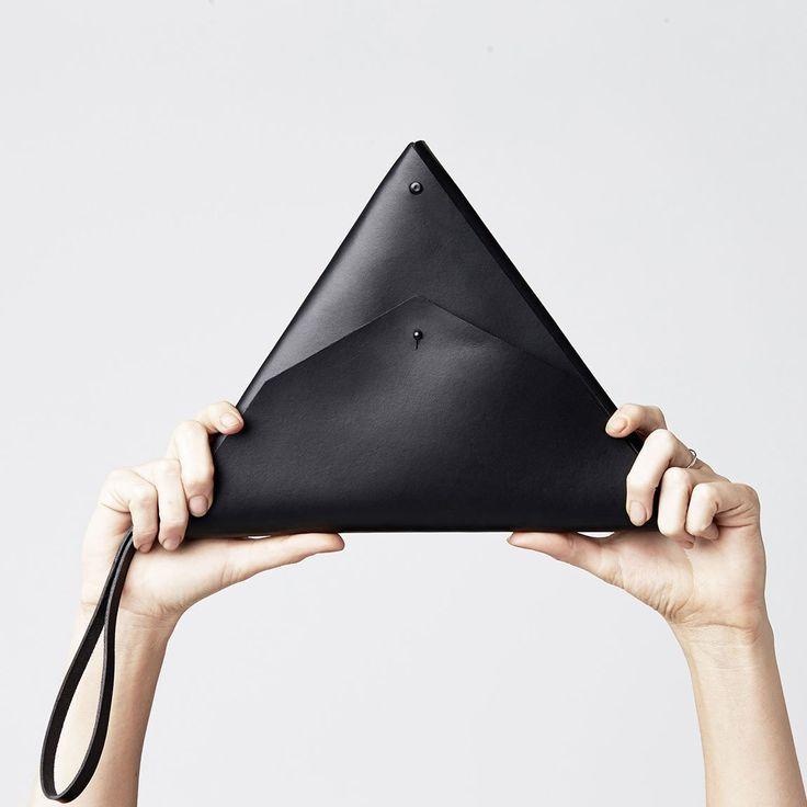 Triangle Clutch in black by Minima.