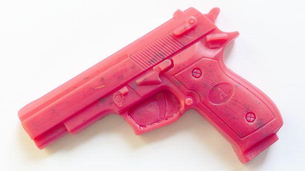 pistolet rose savon lavande avec les fleurs de par dingsboems