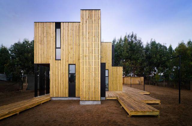 Casa de madera prefabricada en Santo Domingo_arquitectos Alejandro Soffia y Gabriel Rudolphy_sistema constructivo a base de paneles SIP recubiertos de un revestimiento de madera exterior_3