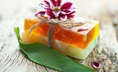 Sapone fatto in casa con erbe aromatiche e limone! | Case da incubo