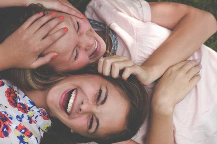 Las 17 mejores cosas de tener una hermana más grande