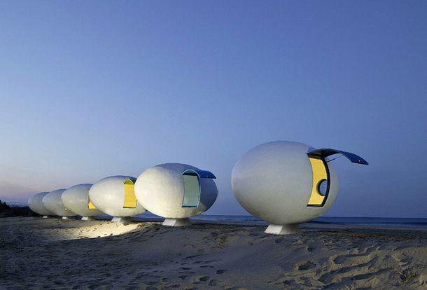 Мобильные пляжные дома в Южной Корее. Студия Yoon Space Design установила на песчаном пляже в южно-корейской провинции восемь портативных домов для отдыха, каждый из которых имеет площадь всего два квадратных метра. #YoonSpaceDesign #architecture