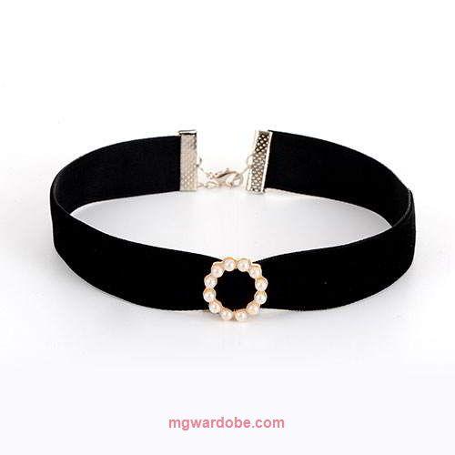 Order Here --> http://www.mgwardobe.com/Product/BajuAksesoris/Aksesoris-Wanita_2545b_338/Kalung/Choker-triangle-round-necklace--024444r.html#Kalung Fashion Choker Triangle Round Necklace RBDDBDKode : RBDDBDHarga : 18000 IDRBerat : 6 gBahan : velvet pearlIG : @mgaksesorisOrder Dari Website Dapat Discount UpTo 10%Contact Customer Service 09:00  --  21:00 Senin s/d SabtuPaket Dikirim Dari #Jakarta Via JNE