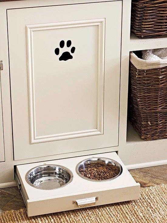 Gain de place pour les gamelles : mettez-les dans un placard ! #tiroir #DIY #animal