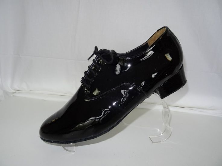 Chaussure de danse et de mariage haut de gamme, fabrication française, 100% personnalisable. Souple et confortable. Ici en  cuir vernis noir.