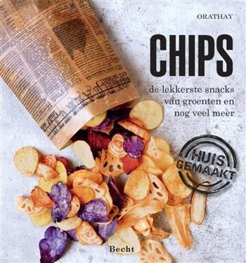 Chips  Description: Bij chips denk je al snel aan de bekende aardappelchips uit een zak van de supermarkt maar niks is eenvoudiger dan zelf thuis heerlijke chips maken. Gebakken in olie of in de oven allebei even gemakkelijk.Niet alleen van aardappels maak je lekker krakende chipjes ook van bijvoorbeeld vergeten groenten worteltjes appels kun je die creëren!In dit boek vind je bijna 30 eenvoudige recepten om gewoneén bijzondere 'huisgemaakte' chips frieten en snacks te maken zoals chips van…