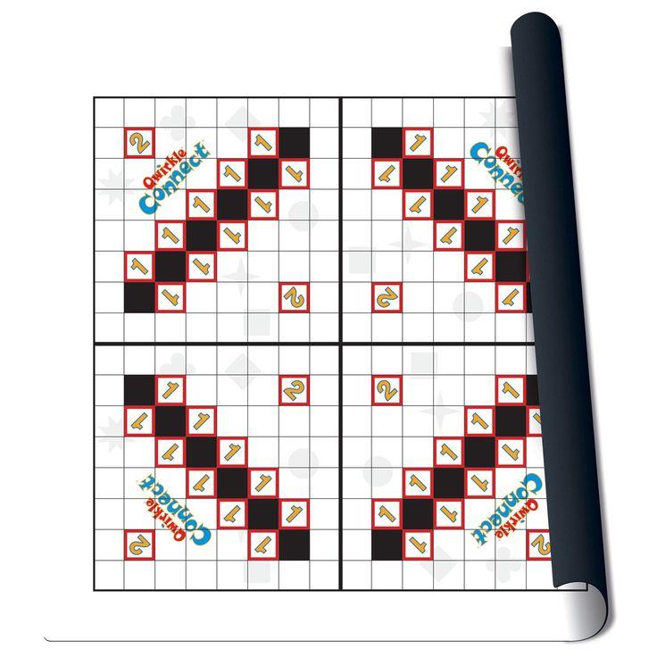 Kraak je brein met dit strategische familiespel! Deze polyester mat vormt het spelbord voor Qwirkle. De mat is met 61x61 cm lekker groot. De mat rol je gemakkelijk op en is dus zo op te ruimen of mee te nemen. Exclusief speelstukken. Afmeting: verpakking 62 x 62 x 6,5 cm - Qwirkle Speelmat